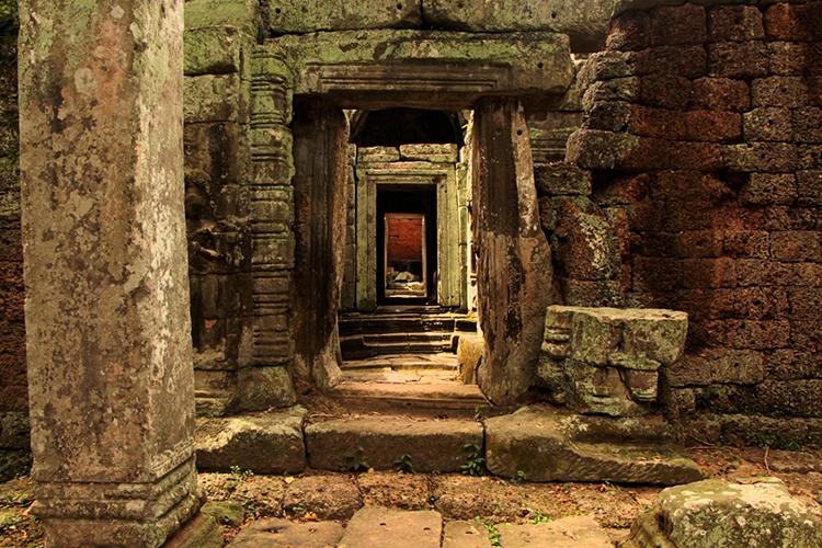 maze-inside-angkor-temples